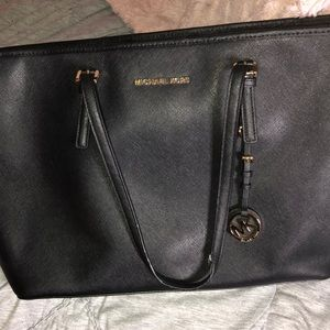 12c4a9ee990986 Handbags - Michael Kors Jet set travel Large top-zip tote